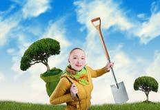 Vrouw met boom en spade Royalty-vrije Stock Fotografie