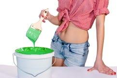 Vrouw met borstel en verf Stock Foto