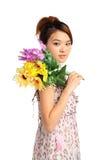 Vrouw met bos van bloemen Royalty-vrije Stock Foto's