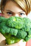 Vrouw met broccoli royalty-vrije stock afbeeldingen