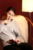 Vrouw met calculator Stock Afbeelding