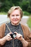 Vrouw met camera Royalty-vrije Stock Foto's