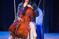 Vrouw met Cello royalty-vrije stock afbeelding