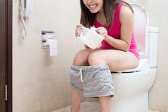 Vrouw met constipatie royalty-vrije stock foto