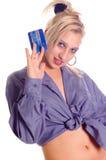 Vrouw met creditcard stock foto