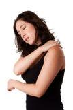 Vrouw met de pijn van de schouderhals stock foto's