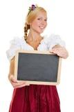 Vrouw met dirndl die leeg bord houden Stock Afbeeldingen
