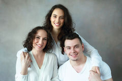 Vrouw met dochter en zoon royalty-vrije stock foto's