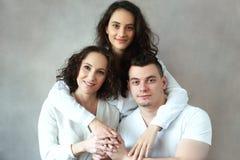 Vrouw met dochter en zoon royalty-vrije stock afbeelding