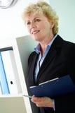 Vrouw met document Stock Fotografie