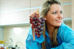 Vrouw met druiven Royalty-vrije Stock Foto