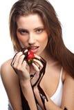 vrouw met een chocoladewoestijn Stock Foto