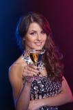 Vrouw met een cocktail Stock Afbeelding