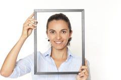 Vrouw met een frame stock afbeeldingen
