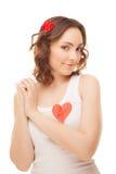 Vrouw met een gespeld rood document hart Stock Fotografie