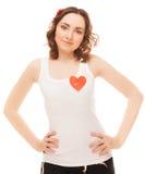 Vrouw met een gespeld rood document hart Royalty-vrije Stock Afbeelding