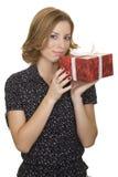 Vrouw met een gift Stock Afbeeldingen
