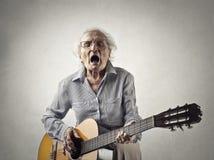 Vrouw met een gitaar Royalty-vrije Stock Afbeeldingen