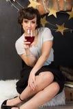 vrouw met een glas wijn Stock Foto's