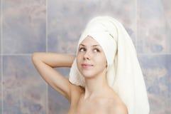 Vrouw met een handdoek Royalty-vrije Stock Afbeelding