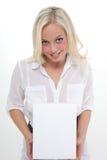 Vrouw met een karton Royalty-vrije Stock Afbeeldingen