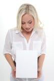 Vrouw met een karton Royalty-vrije Stock Fotografie
