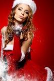 Vrouw met een Kerstmisgift royalty-vrije stock afbeelding