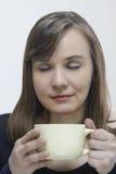 Vrouw met een Kop Royalty-vrije Stock Fotografie