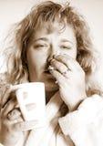 Vrouw met een koude Stock Foto's
