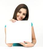 Vrouw met een leeg aanplakbiljet Stock Foto