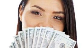 Vrouw met een pakje van contant geld close-up Royalty-vrije Stock Afbeelding