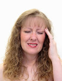 Vrouw met een pijnlijke hoofdpijn stock afbeeldingen