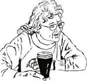 Vrouw met een pint Stock Afbeeldingen