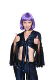 Vrouw met een purpere pruik Stock Afbeelding