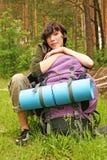 Vrouw met een rugzak royalty-vrije stock afbeeldingen
