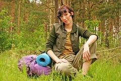 Vrouw met een rugzak stock foto