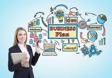 Vrouw met een voorbeeldenboek en een businessplan stock illustratie