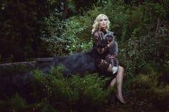 Vrouw met een vos royalty-vrije stock foto's