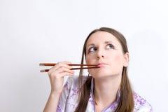 Vrouw met eetstokjes Royalty-vrije Stock Afbeeldingen