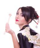 Vrouw met eetstokjes en sushi Royalty-vrije Stock Foto