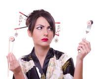 Vrouw met eetstokjes, vork en Royalty-vrije Stock Afbeeldingen