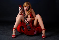 Vrouw met elektrische gitaar Stock Foto