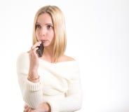 Vrouw met elektronische sigaret Stock Foto's