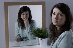 Vrouw met emotioneel probleem stock foto
