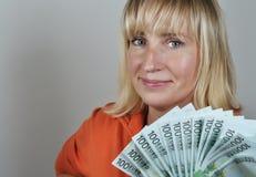 Vrouw met euro Stock Foto's