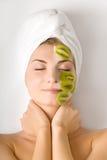 Vrouw met fruitmasker Royalty-vrije Stock Afbeelding