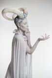 Vrouw met geit lichaam-kunst Stock Fotografie