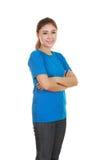 Vrouw met gekruiste wapens, dragend t-shirt Stock Afbeelding