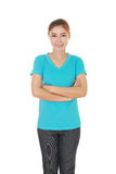 Vrouw met gekruiste wapens, dragend t-shirt Stock Foto
