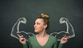 Vrouw met geschetste sterke en gespierde wapens Royalty-vrije Stock Afbeeldingen